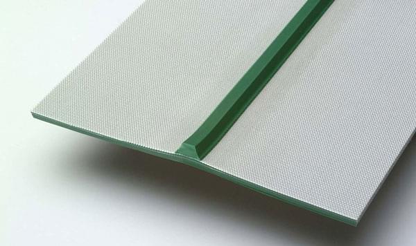 correia PVC verde com guia inferior trapezoidal