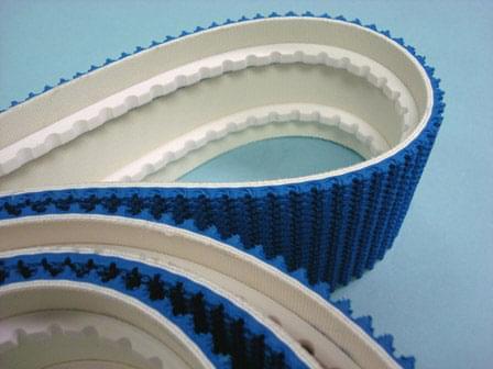correia PVC com guia trapezoidal branca na função de talisca